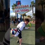 【後ろが気になる】ラスベガスで2つのバスケットボール回し #shorts